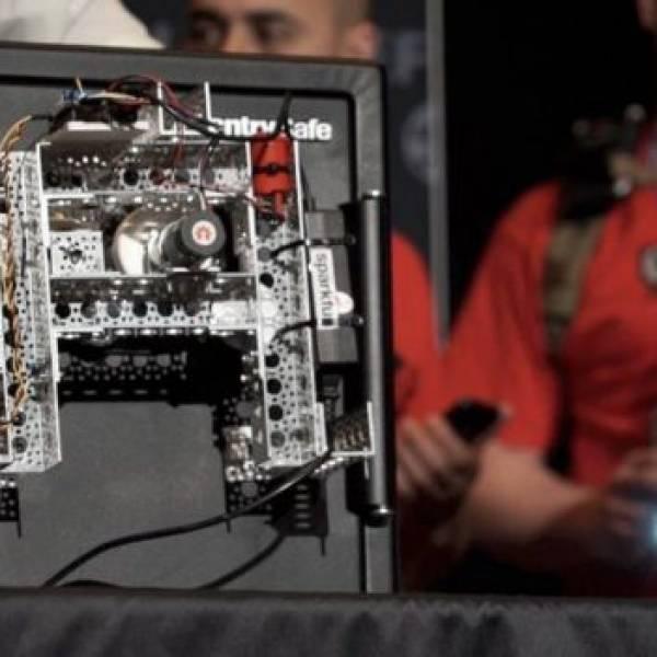 Robot cracks open safe live on Def Con's stage